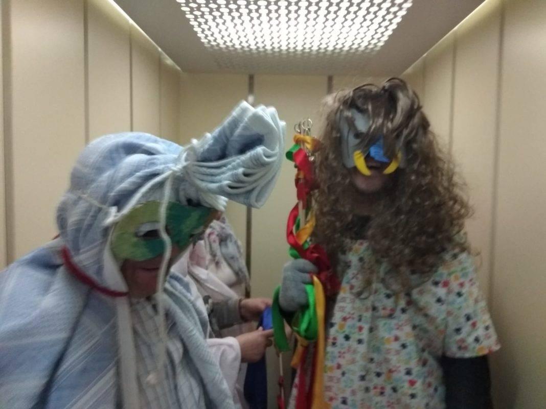 taller mascaras carnaval residencia san francisco 10 1068x801 - El Taller de Historia Local en la Residencia San Francisco de Herencia