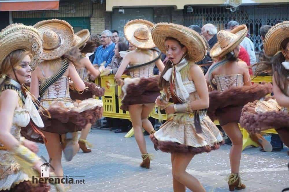 Ofertorio Carnaval de Herencia 201983 1000x666 - Axonsou logra un nuevo premio en el desfile de comparsas con carrozas de Mota del Cuervo