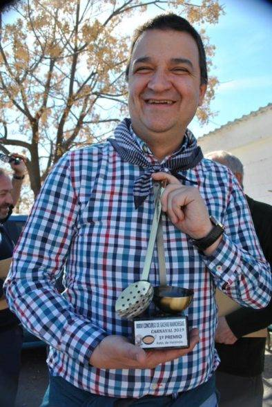 consejero agricultura clm en herencia gachas carnaval 8 394x589 - Francisco Martínez, Consejero de Agricultura Medio Ambiente y Desarrollo Rural visitó Herencia