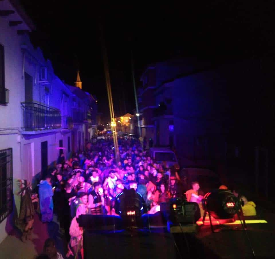 Increíble desfile nocturno en el Carnaval de Herencia 2