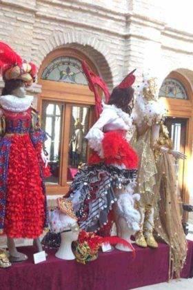 exposicion trajes carnaval herencia 16 280x420 - Fotografías de la Exposición de trajes del Carnaval de Herencia