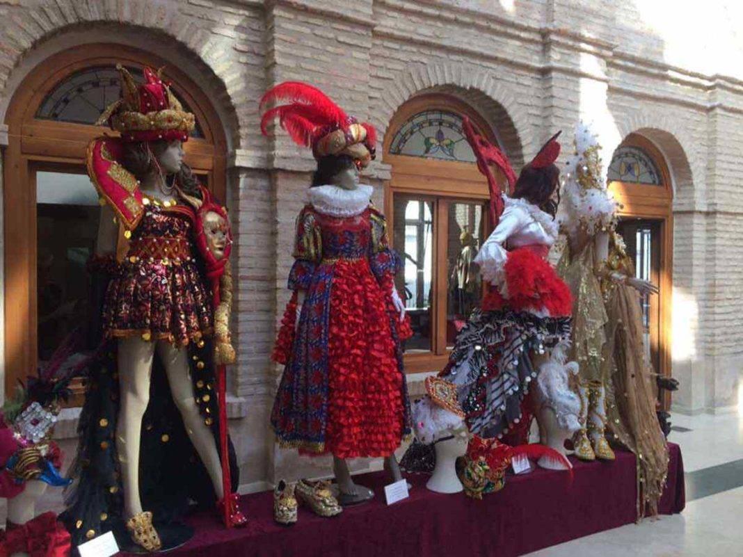 Fotografías de la Exposición de trajes del Carnaval de Herencia 28