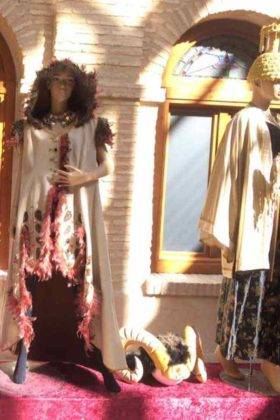exposicion trajes carnaval herencia 7 280x420 - Fotografías de la Exposición de trajes del Carnaval de Herencia