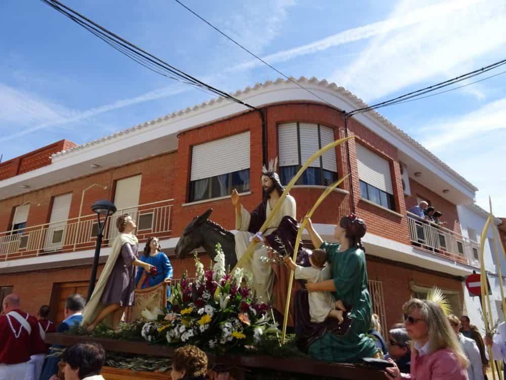 00Procesion de la Borriquilla del Domingo de Ramos en Herencia Foto Mari Carmen Fdez Caballero 1000x750 - Buen tiempo y devoción, en la celebración del Domingo de Ramos