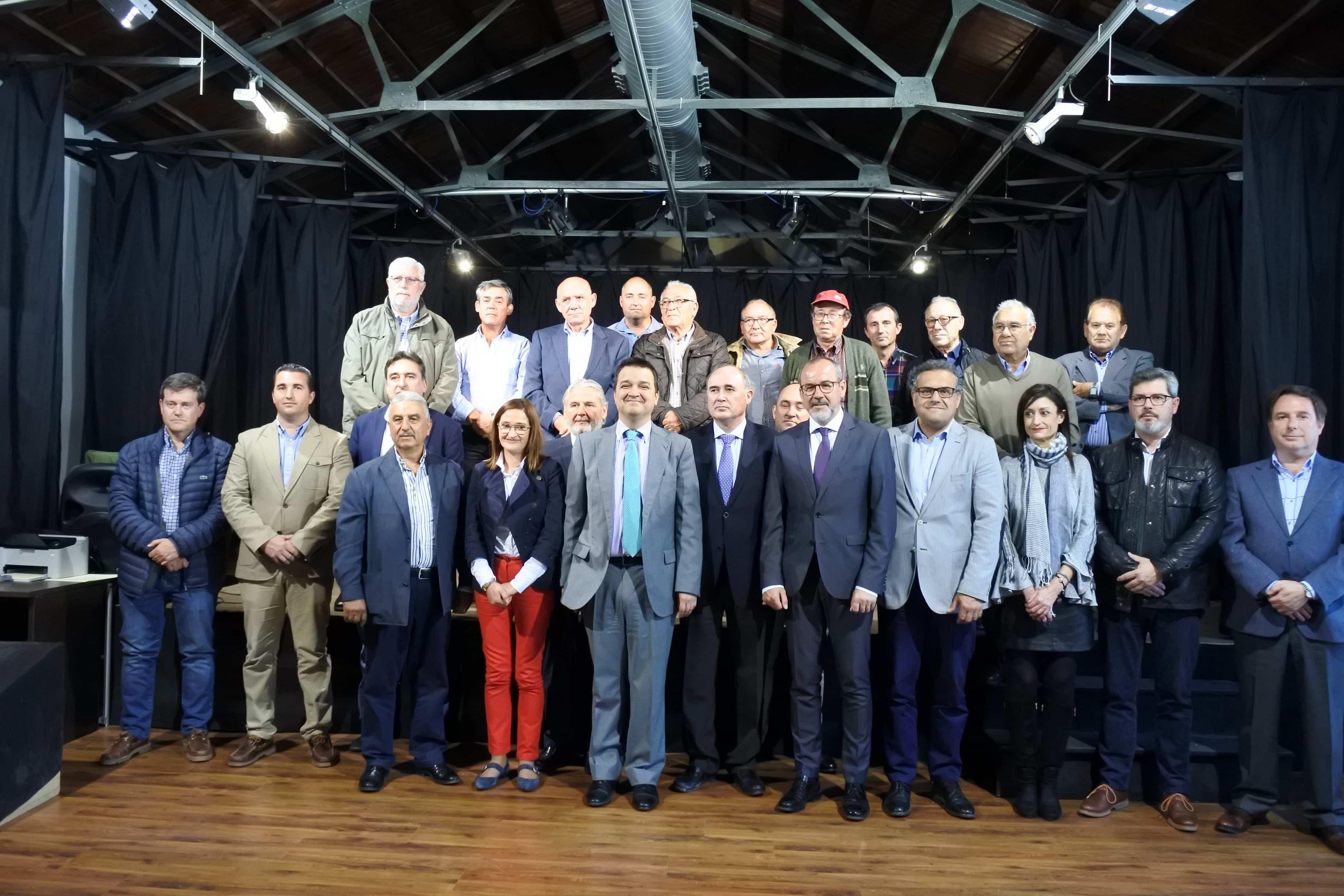 FAMILIA FEDERACION REGANTES - La Federación de Comunidades de Regantes de la región ya es una realidad desde hoy