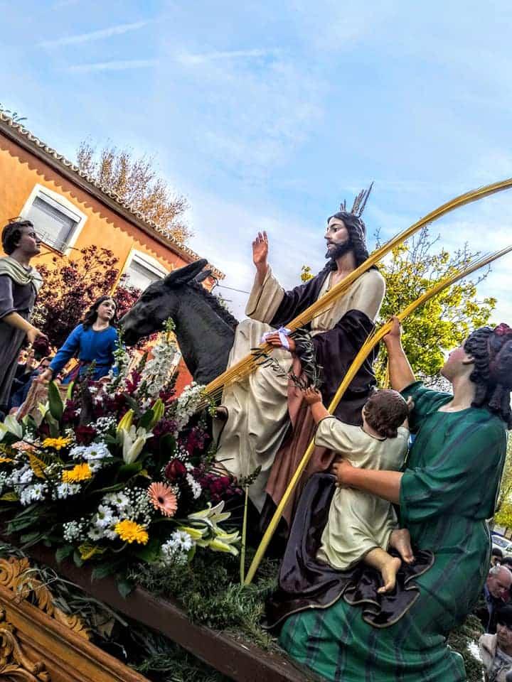 Procesion de la Borriquilla del Domingo de Ramos en Herencia Foto Facebook Parroquia de Herencia12 1 - Buen tiempo y devoción, en la celebración del Domingo de Ramos