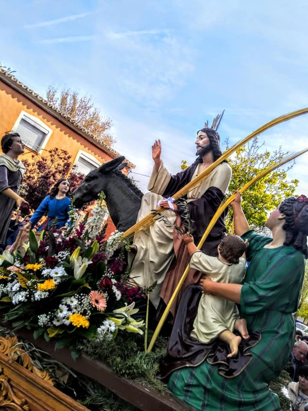 Procesion de la Borriquilla del Domingo de Ramos en Herencia Foto Facebook Parroquia de Herencia12 1068x1424 - Buen tiempo y devoción, en la celebración del Domingo de Ramos