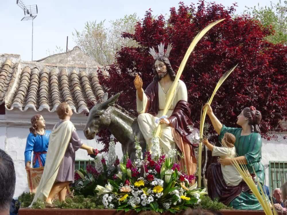 Buen tiempo y devoción, en la celebración del Domingo de Ramos 1