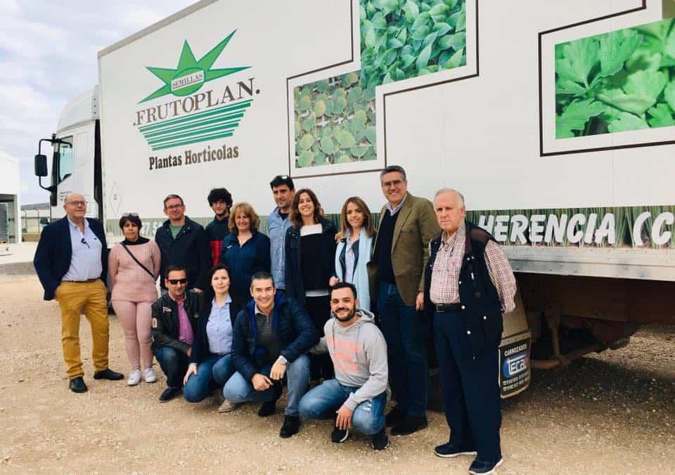 Visita de Rosa Romero a la empresa Frutoplan de Herencia - Rosa Romero visita una empresa de Herencia