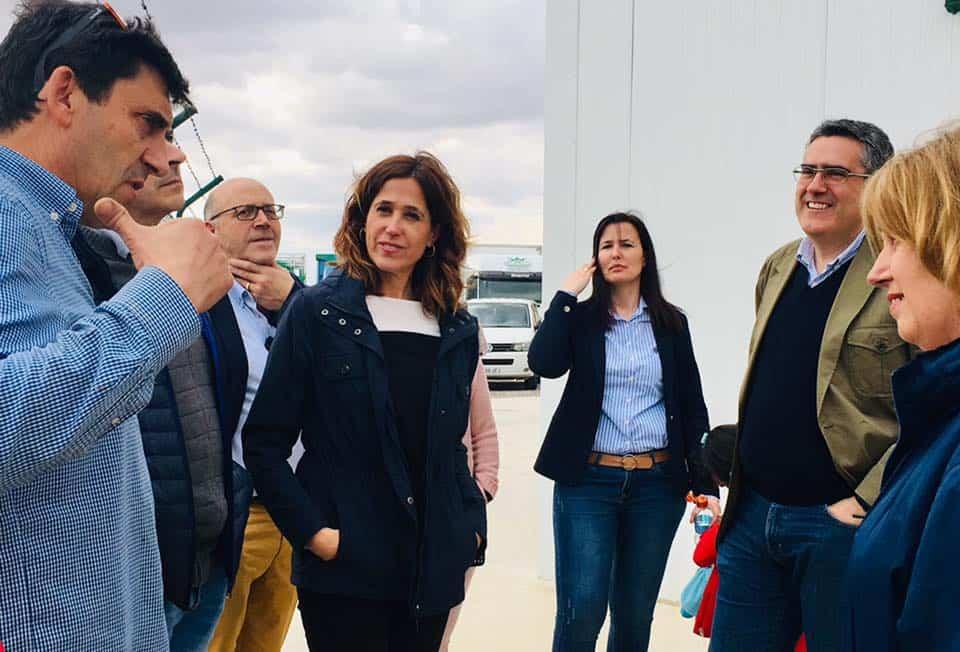 Rosa Romero visita una empresa de Herencia 8