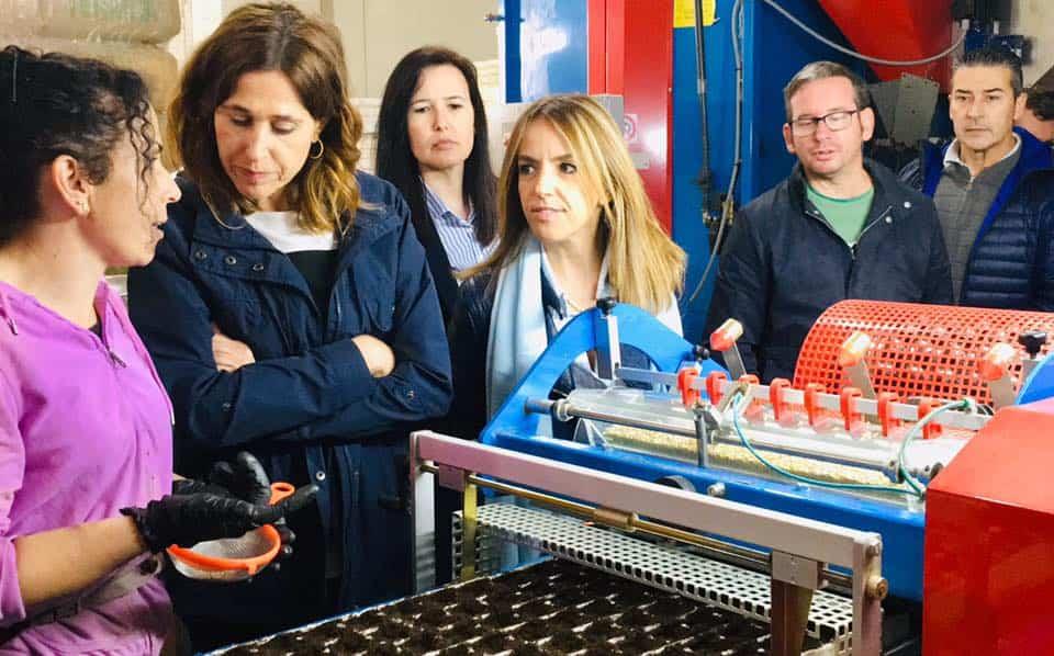 Visita de Rosa Romero a la empresa Frutoplan de Herencia6 1 - Rosa Romero visita una empresa de Herencia