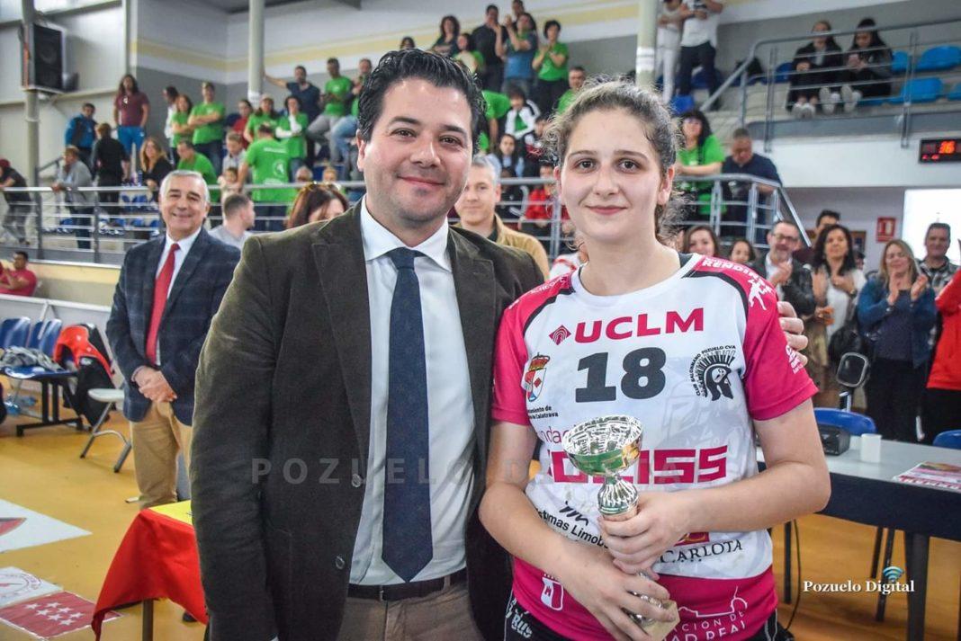 María Mercedes Ramírez del Pozo Mora mejor defensa del Sector Nacional Juvenil Femenino de balonmano celebrado en Pozuelo 3