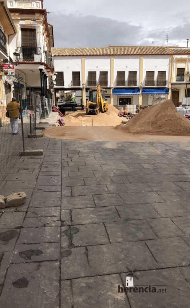 continuan obras plaza espana y calles en herencia 13 618x1000 - Continuan los obras de la Plaza de España y alrededores