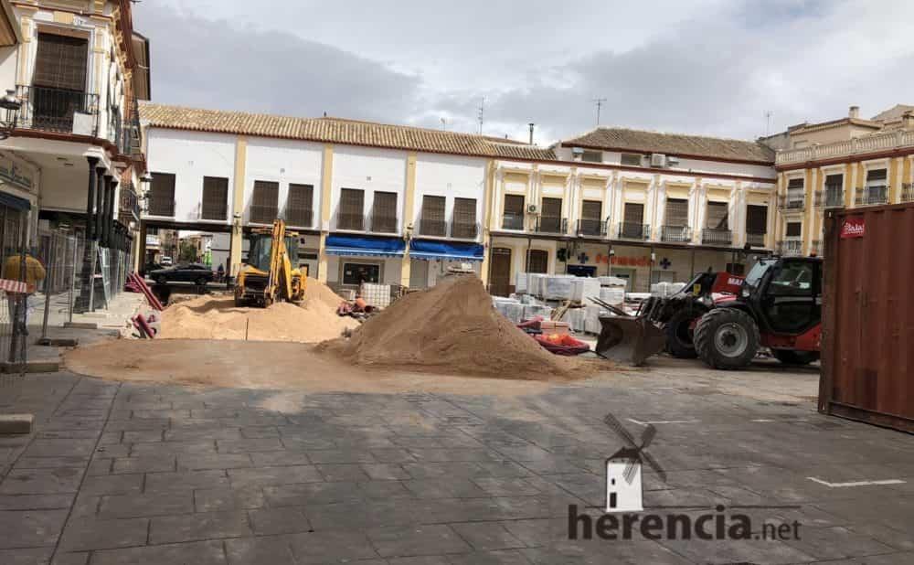 continuan obras plaza espana y calles en herencia 14 1000x618 - Continuan los obras de la Plaza de España y alrededores