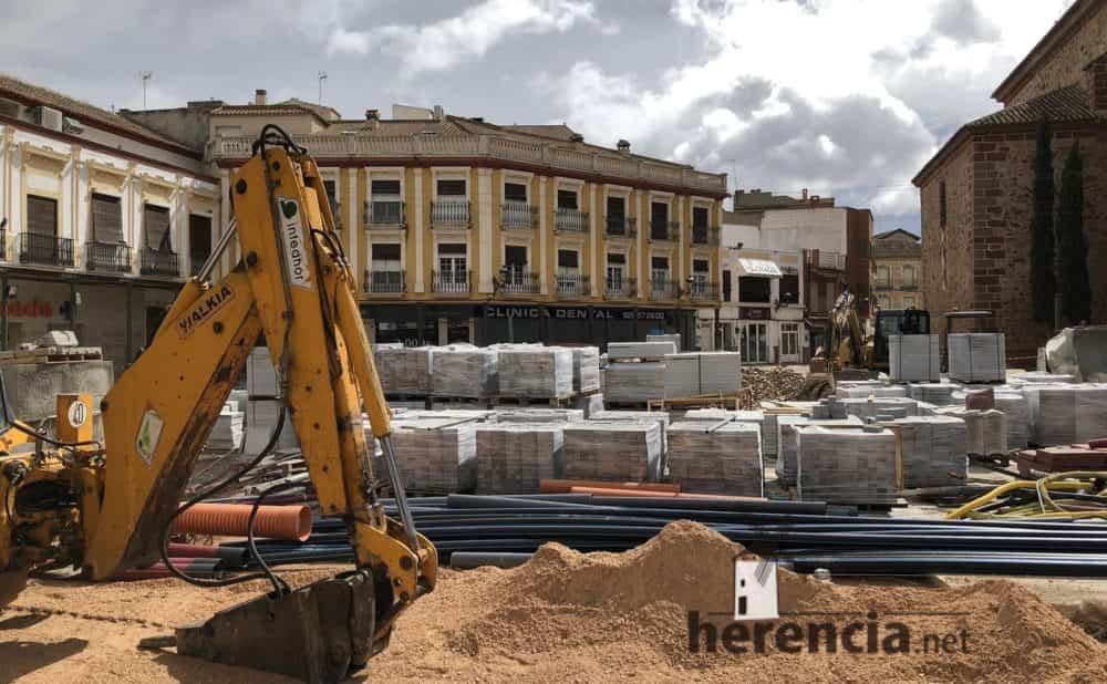 continuan obras plaza espana y calles en herencia 15 1000x618 - Continuan los obras de la Plaza de España y alrededores