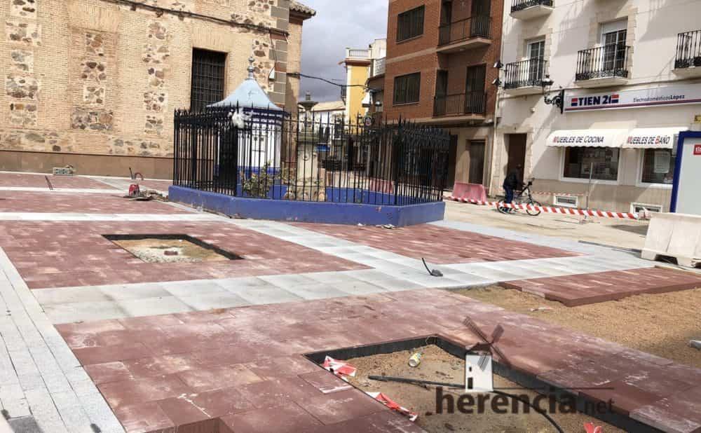 continuan obras plaza espana y calles en herencia 16 1000x618 - Continuan los obras de la Plaza de España y alrededores