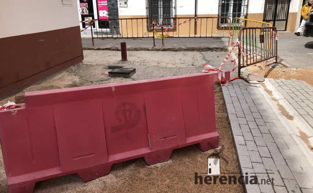 continuan obras plaza espana y calles en herencia 17 1000x618 - Continuan los obras de la Plaza de España y alrededores