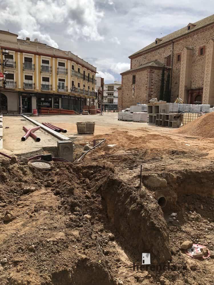 continuan obras plaza espana y calles en herencia 2 750x1000 - Continuan los obras de la Plaza de España y alrededores