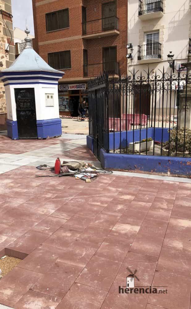 continuan obras plaza espana y calles en herencia 4 618x1000 - Continuan los obras de la Plaza de España y alrededores