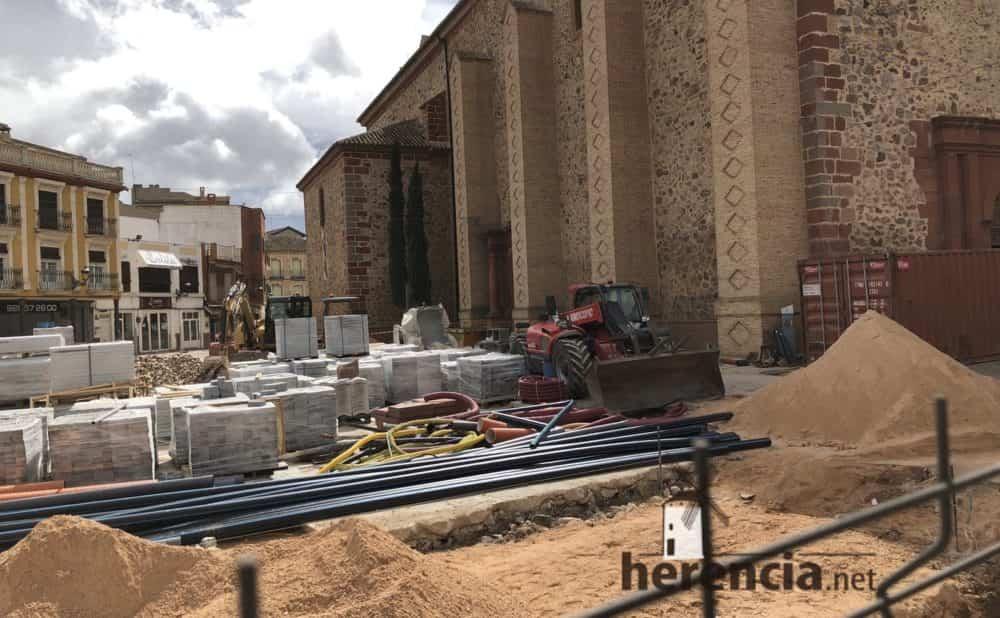 continuan obras plaza espana y calles en herencia 6 1 1000x618 - Continuan los obras de la Plaza de España y alrededores