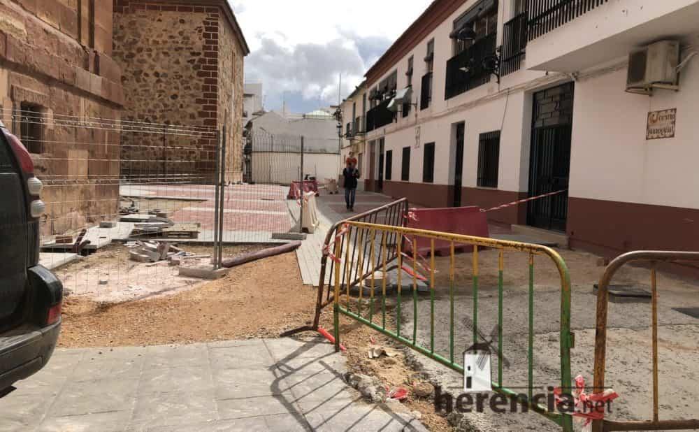continuan obras plaza espana y calles en herencia 7 1000x618 - Continuan los obras de la Plaza de España y alrededores