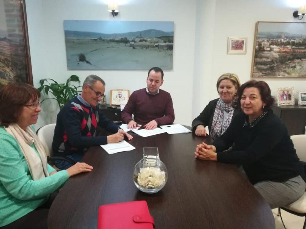 convenio caritas herenciaimageoptim 1068x801 - Herencia renueva el convenio de colaboración con Cáritas