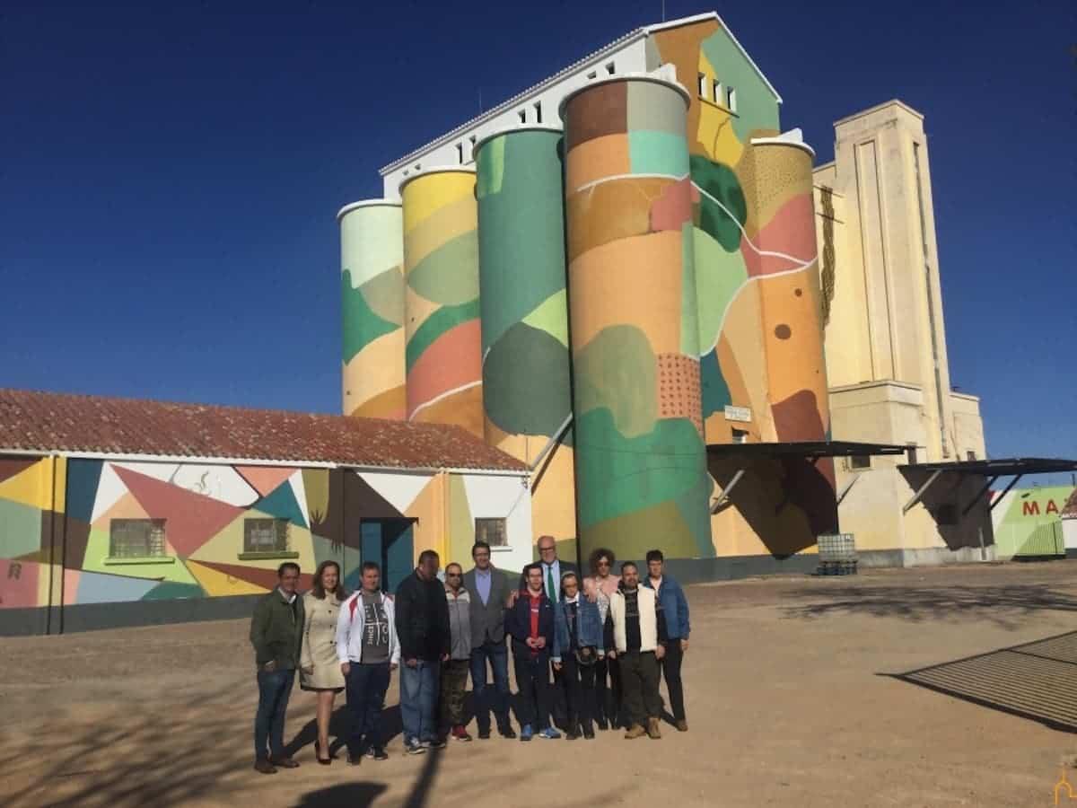 proyecto titanes 2 - El mayor museo de arte al aire libre del mundo está en La Mancha, según The Guardian.