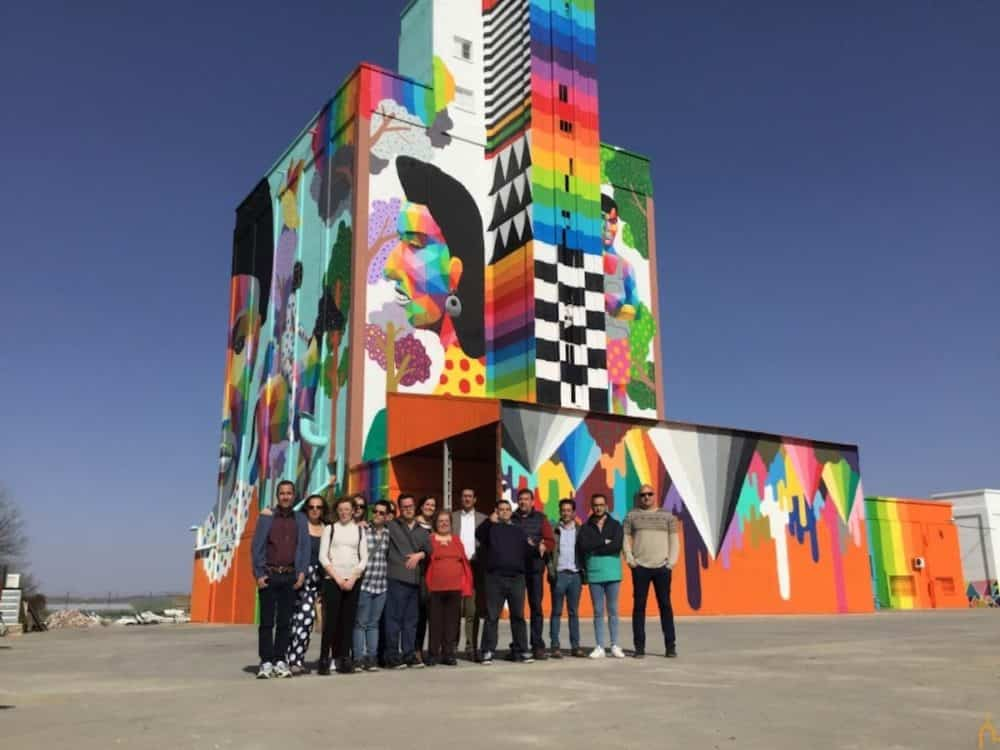Diputación de Ciudad Real recupera los silos e implica a personas con capacidades diferentes en un proyecto de arte mural sin precedentes