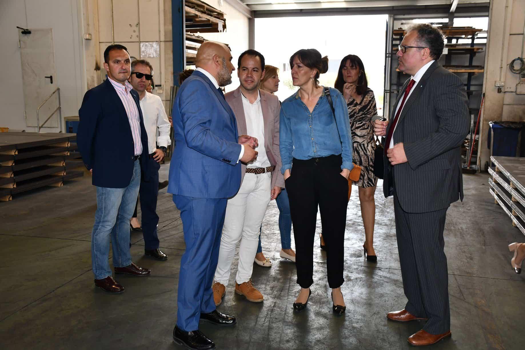 BLANCA  VISITA EMPRESA DE HERENCIA 2 - La diputada electa, Blanca Fernández y Sergio García-Navas visitan Divisegur