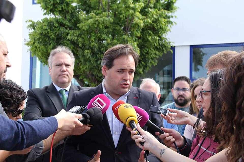 El candidato del Partido Popular a la presidencia de la Juntavisita el grupo TTSD 12