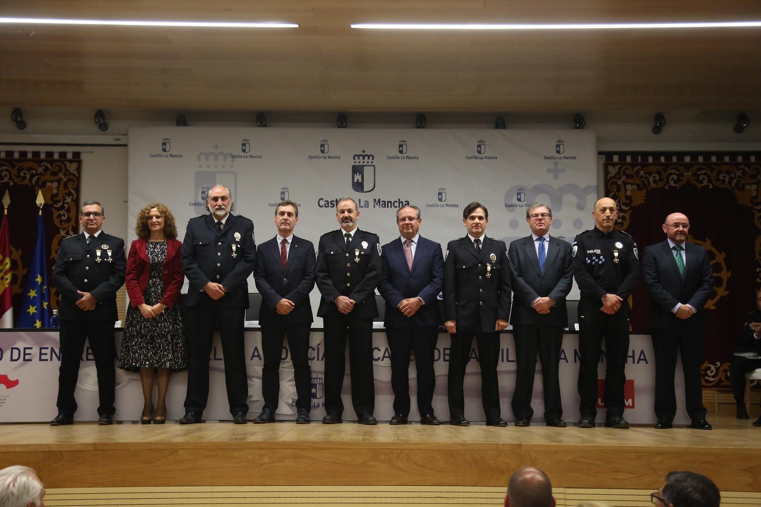 Julián Moreno, condecorado por su servicio activo durante 30 años en la policía local 7