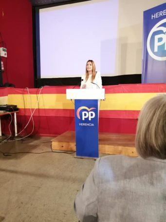 Presentaci%C3%B3n candidatura Partido Popular Herencia19 341x455 - Agudo presenta a Cristina Rodríguez de Tembleque como candidata a la Alcaldía de Herencia