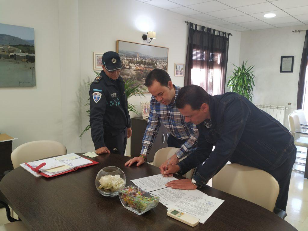 Toma posesi%C3%B3n un nuevo polic%C3%ADa local en Herencia1 - Herencia cuenta con un nuevo policía para completar una plantilla de 15 personas