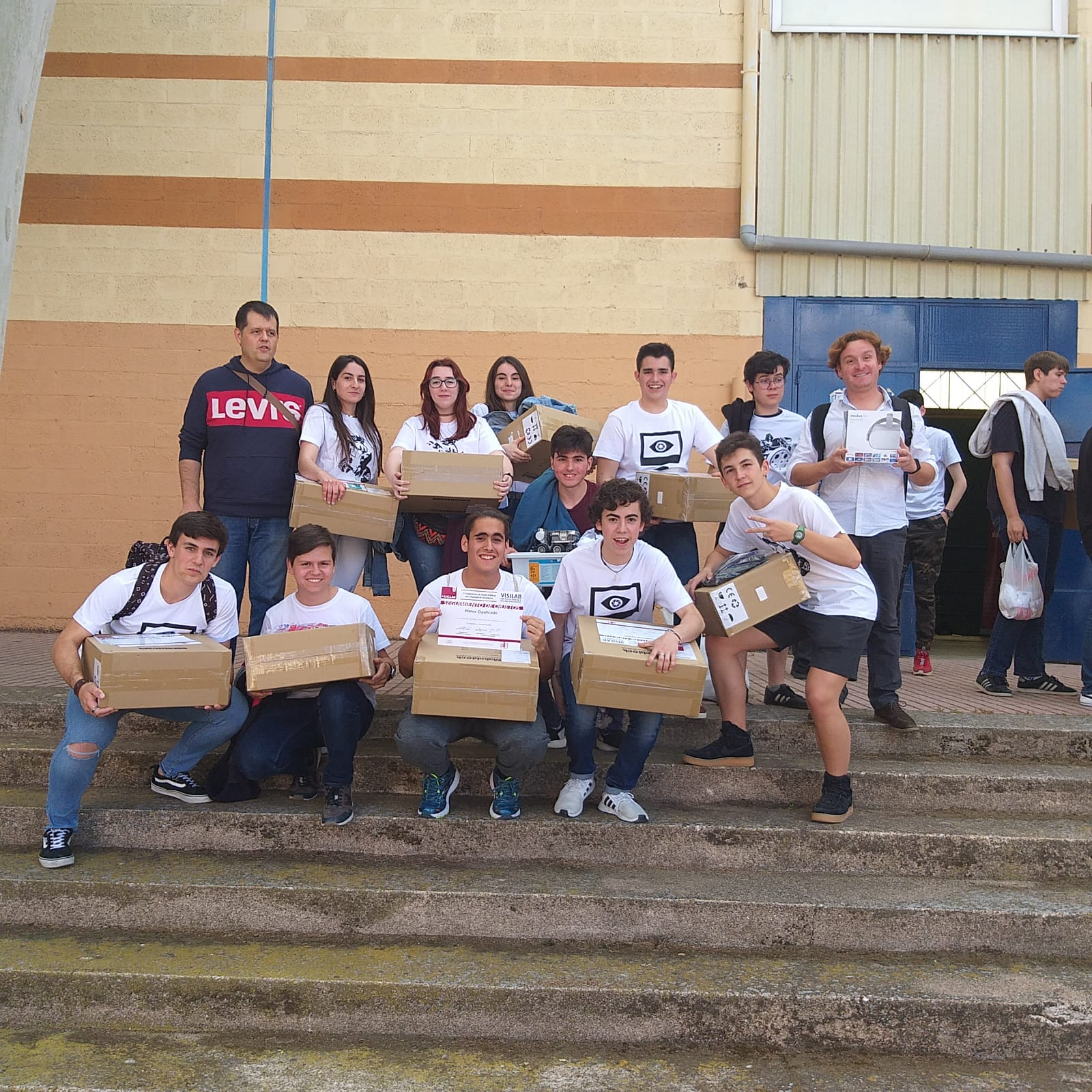 alumnos del Hermógenes en el Concurso de robótica UCLM4 - El Hermógenes triunfa en la competición de robótica para alumnos de secundaria de la UCLM