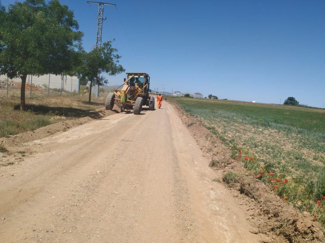 arreglo caminos herencia ciudad real 2 1068x801 - Más de 90.000 euros para el arreglos de caminos en Herencia