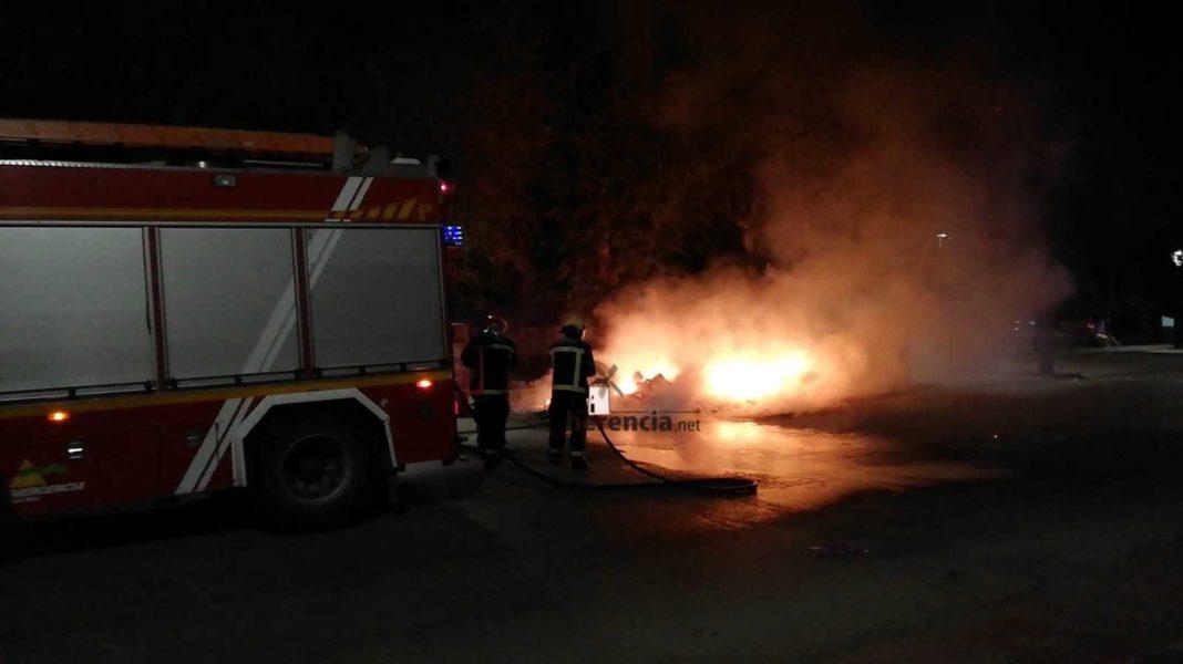 Arden tres contenedores en la zona del Cristo en Herencia 3