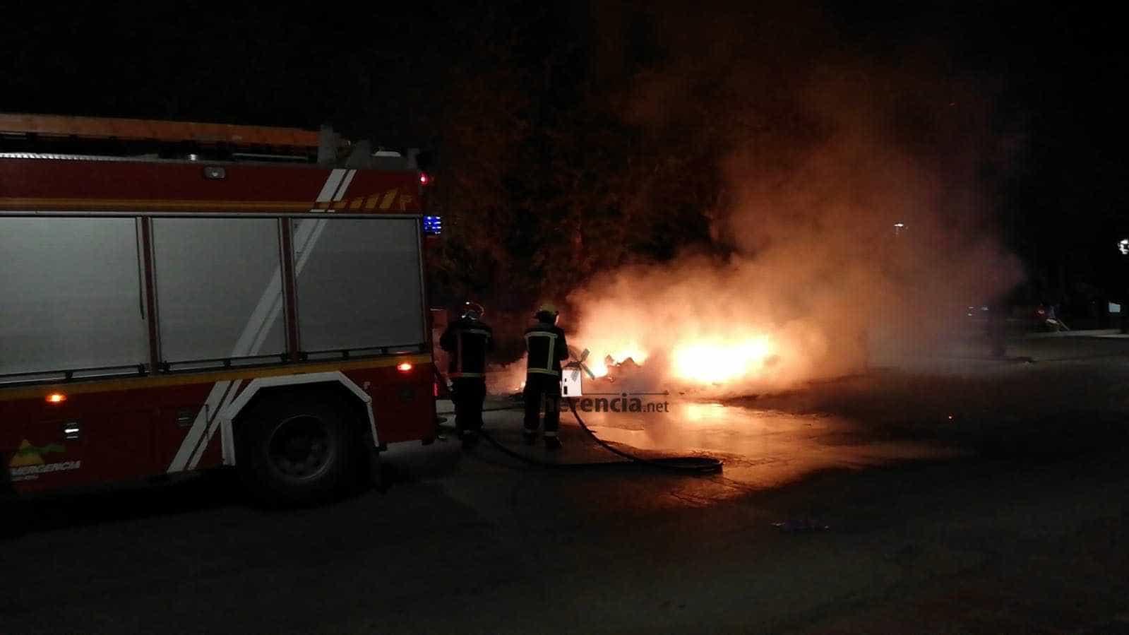 Arden tres contenedores en la zona del Cristo en Herencia