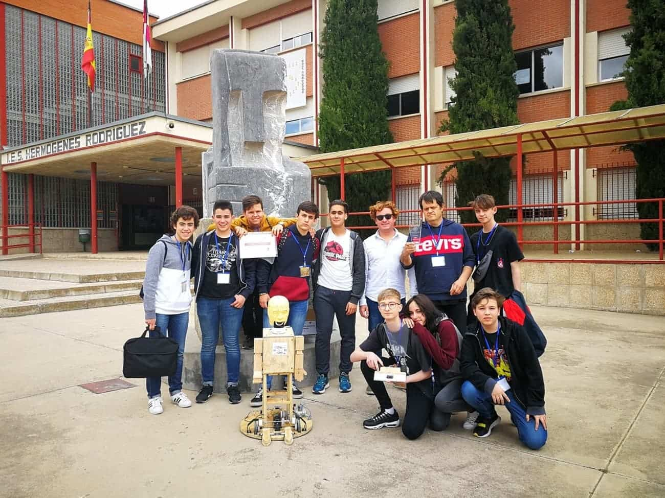 Nuevos triunfos del equipo de robótica del IES Hermógenes Rodríguez 19