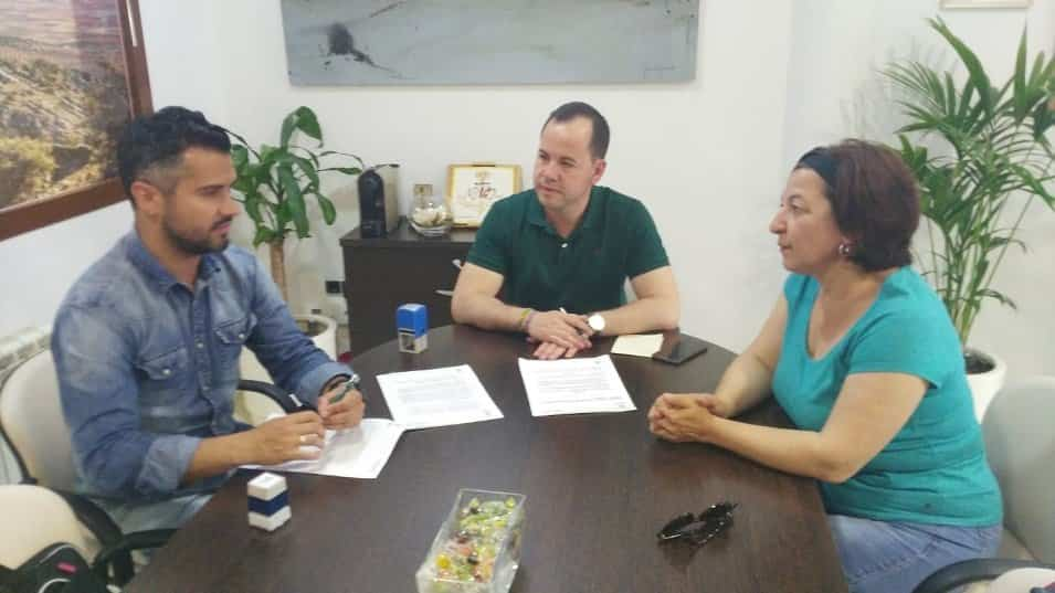 firma convenio deportivo entre asodisal y el ayuntamiento de Herencia - Herencia renueve el convenio con ASODISAL garantizando que el deporte llegue a todos