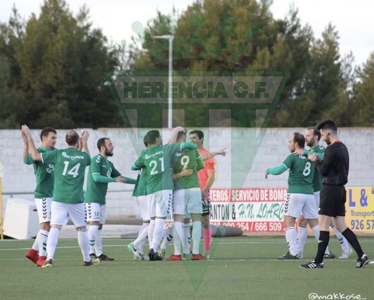 herencia cf futbol juego campo - Termina la temporada del equipo senior de Herencia C.F.
