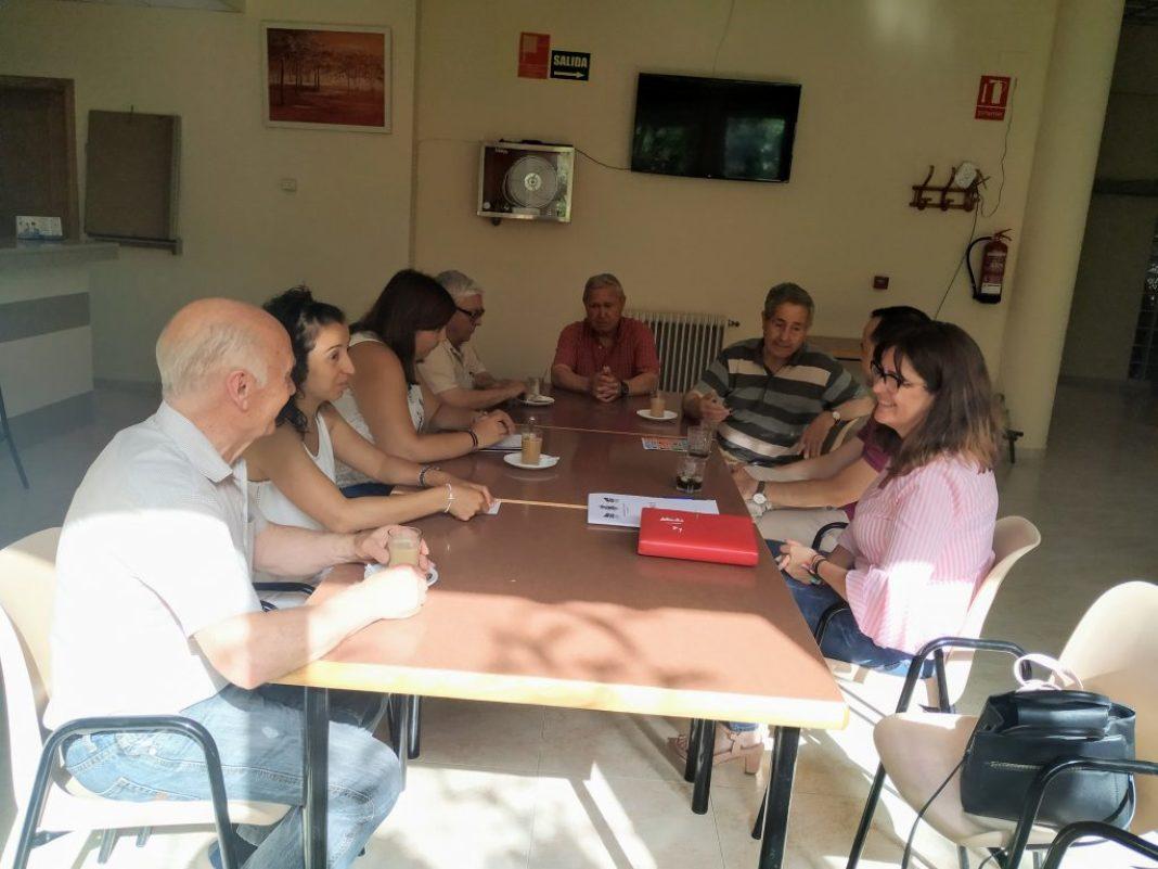 El alcalde y la nueva concejal de Bienestar Social se reúnen con el Centro de Mayores 4