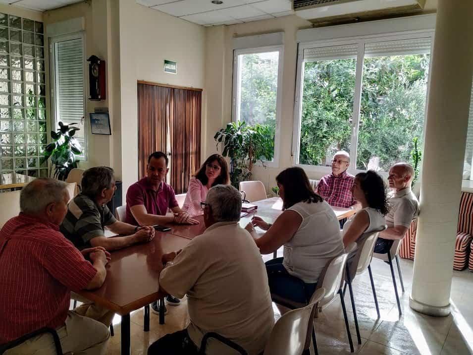 El alcalde y la nueva concejal de Bienestar Social se reúnen con el Centro de Mayores 3