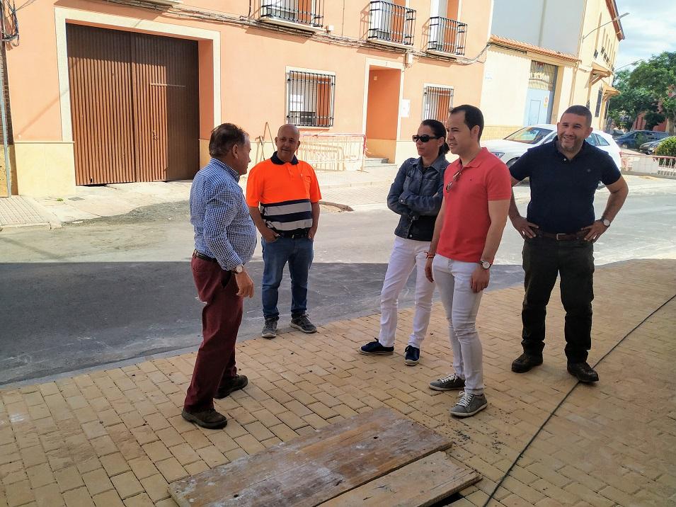 Continúan las obras de renovación del acerado en el barrio de San Antón - Continúan las obras de renovación del acerado en el barrio de San Antón