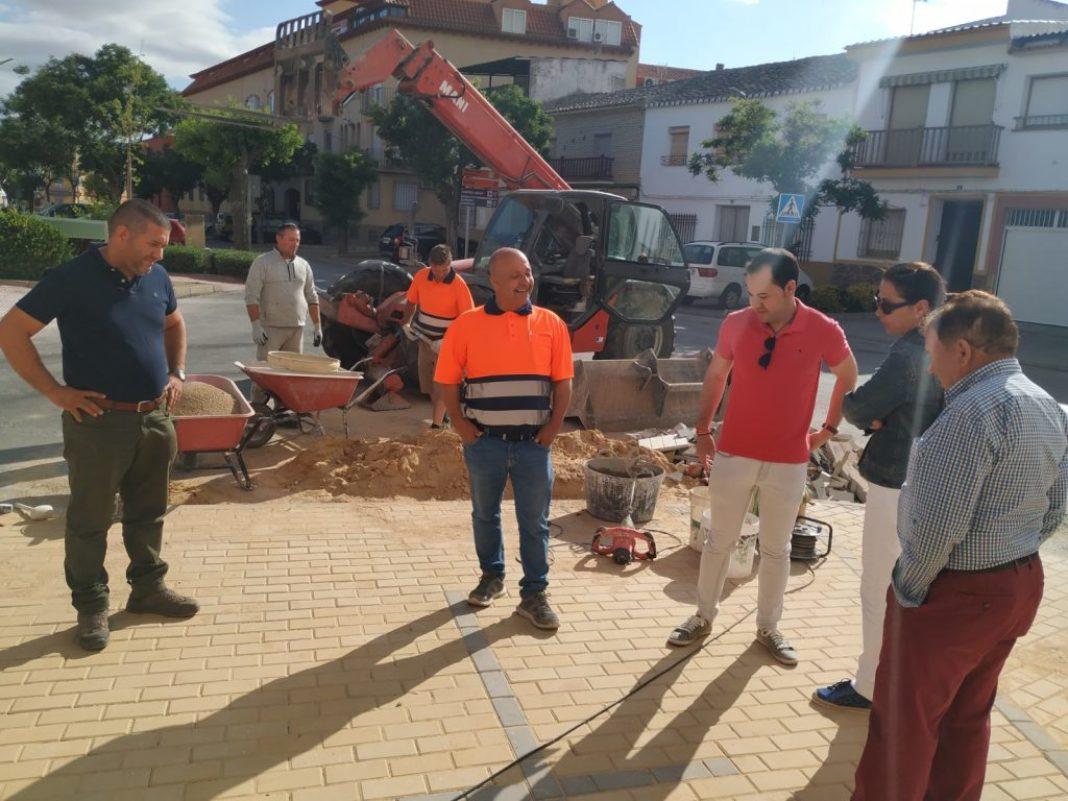 Continúan las obras de renovación del acerado en el barrio de San Antón1 1068x801 - Continúan las obras de renovación del acerado en el barrio de San Antón