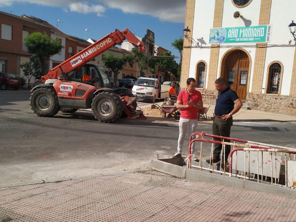 Continúan las obras de renovación del acerado en el barrio de San Antón 12