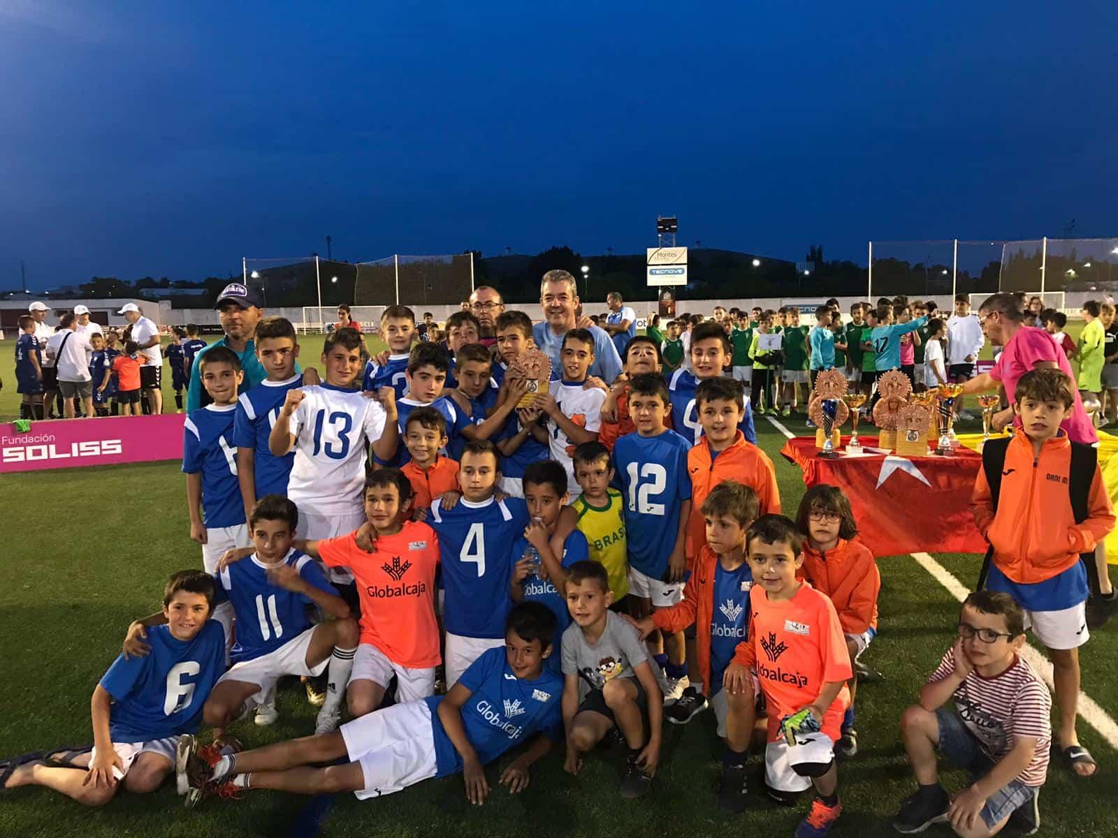 """VII Torneo futbol 8 soledad herencia 7 - Más de 300 chavales se dieron cita en el VIII Torneo de Fútbol-8 """"Virgen de la Soledad"""""""