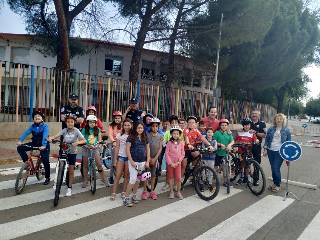 clases de Educación y Seguridad Vial en los colegios de Herencia 1068x801 - La policía local imparte clases de Educación y Seguridad Vial en los colegios del municipio