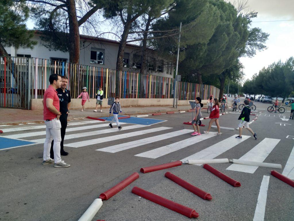 clases de Educaci%C3%B3n y Seguridad Vial en los colegios de Herencia1 - La policía local imparte clases de Educación y Seguridad Vial en los colegios del municipio