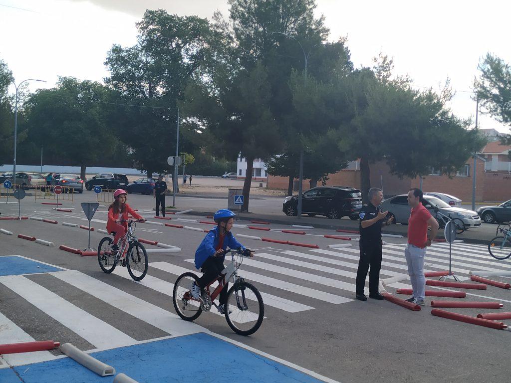 clases de Educaci%C3%B3n y Seguridad Vial en los colegios de Herencia2 - La policía local imparte clases de Educación y Seguridad Vial en los colegios del municipio