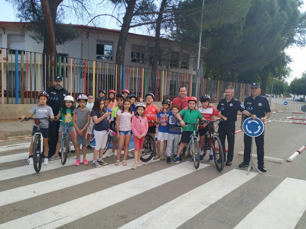 clases de Educaci%C3%B3n y Seguridad Vial en los colegios de Herencia3 - La policía local imparte clases de Educación y Seguridad Vial en los colegios del municipio
